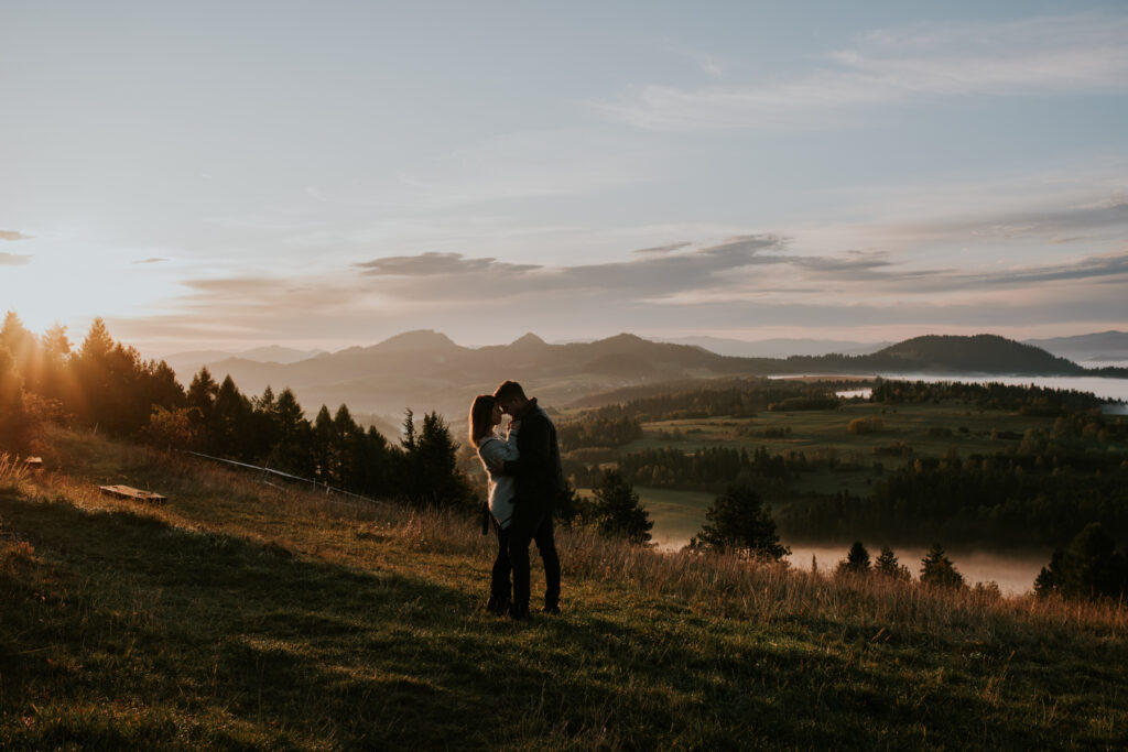 sesja o wschodzie słońca_ sesja narzeczeńska _sesja w górach _ zakopane _ sesja w Tatrach