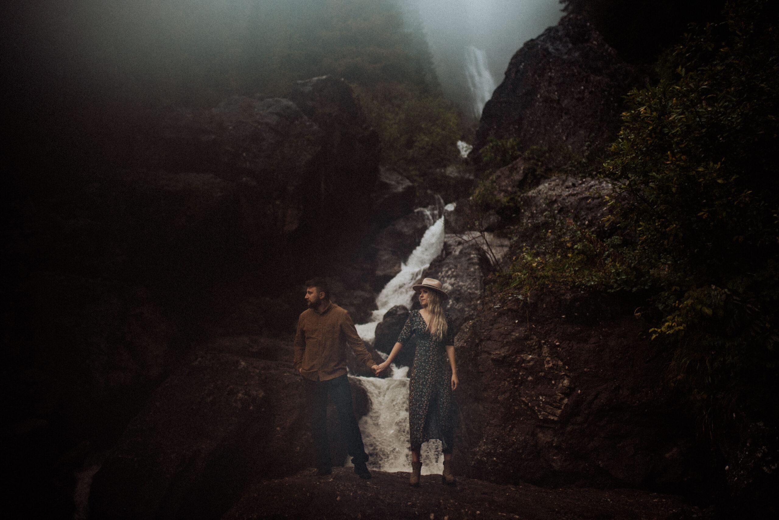 wodospad; sesja w deszczu; wisienka na torcie; deszcz; dolomity; miłość; tu jest klimat